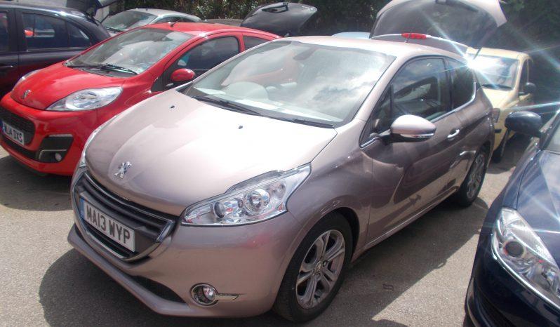 Peugeot 208 1.4HDi ( 70bhp ) FAP 2012MY Allure full