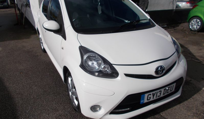 Toyota AYGO 1.0 ( 67bhp ) 2012MY AYGO Fire, 5DR, H/B, WHITE, 50000 MILES ONLY, £0 ROAD TAX, CHEAP TO INSURE full