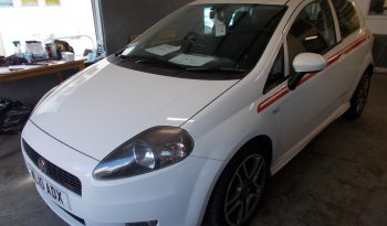 FIAT PUNTO 1.6 MULTIJET SPORTING, 3DR, H/B, WHITE, LOW MILES, £30 RPOAD TAX, VERY CLEAN EXAMPLE full